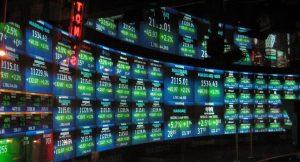 Keuntungan dan Resiko Menjalani Investasi Saham